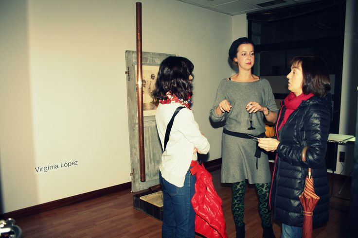 durante la presentacion de PACA en la exposicion LANDSCAPES, espacios de La Central, Gijon. iada por Natalia Alonso Arduengo y organizado con el apoyo de Gijon Creativo .noviembre 2013.