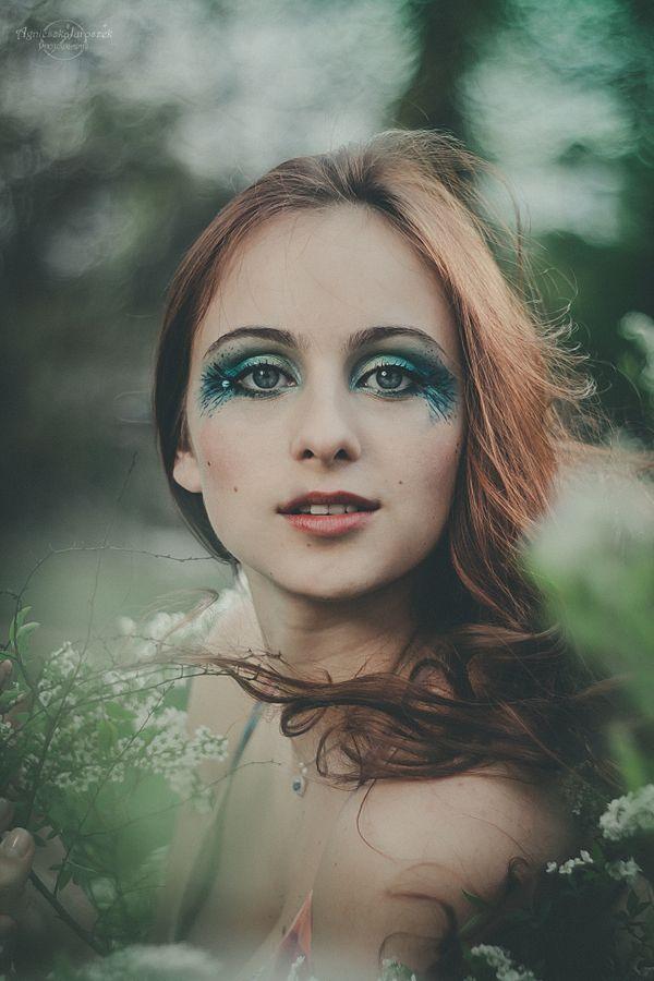 Valeria – Tajemniczy Ogród | Agnieszka Juroszek Photography |  spring, session, girl, beauty, make up, fairy, green, flowers, white, portrait