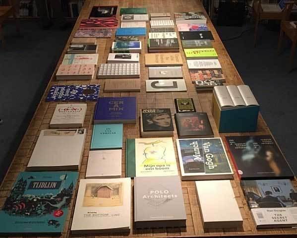 De Best Verzorgde Boeken van 2015 zijn bekend. De selectie bestaat uit Nederlandse en Vlaamse boeken. Uitgevers, opdrachtgevers, grafisch ontwerpers, drukkers en binders stuurden in totaal 410 boeken in. De boeken zijn beoordeeld op hun onderscheidend vermogen op het terrein van inhoud, ontwerp, beeldbehandeling, typografie, materiaalkeuze, druk en bindwijze. NPN Drukkers staat met maar liefst 3 boeken op deze indrukwekkende lijst