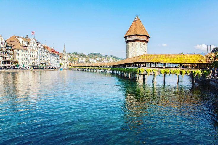 Blue water of the river Reuss and iconic Kapellbrucke . . . #switzerland #luzern #kapellbrücke #reussriver #schweiz #traveleurope #wonderful_places #beautifuldestinations #travel_drops #speechlessplaces #travelphotography #teamwanderlust #travelcommunity #timeoutsociety #igerseurope #welivetoexplore