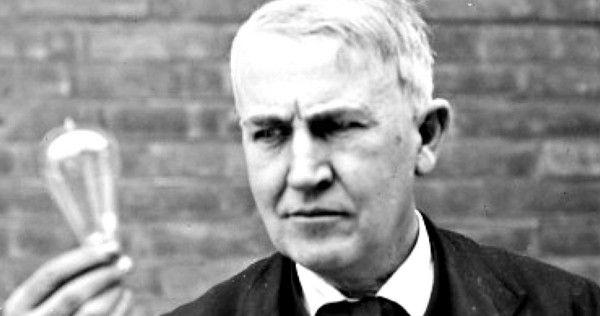 """Thomas Edison - Grande gênio que inventou a lâmpada, que sem ele hoje ainda estaríamos vivendo com o fogo. """"Eu inventei 10.000 maneiras de como não fazer uma lâmpada, mas só precisei de 1 para inventá-la""""."""