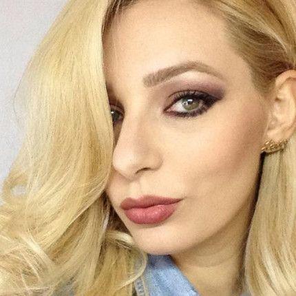 Make up elegante con il marsala e labbra nude