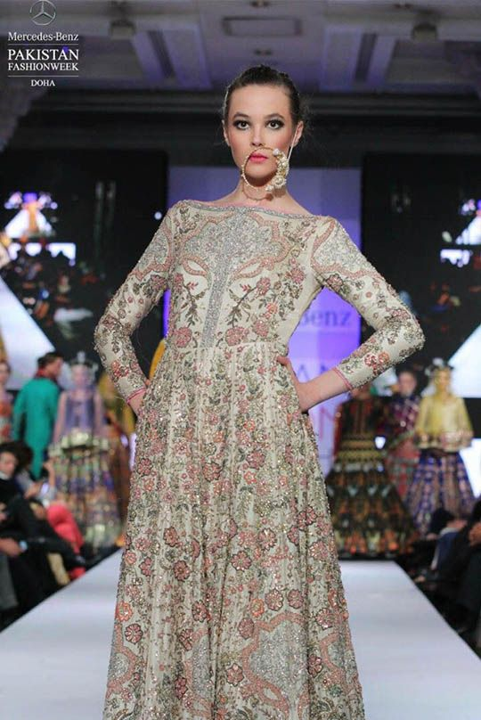 ali_xeeshan_stuns_at_doha_fashion_week_540_01