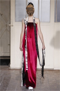 Maison Martin Margiela - click on the photo and flip through complete collection on Vogue.it