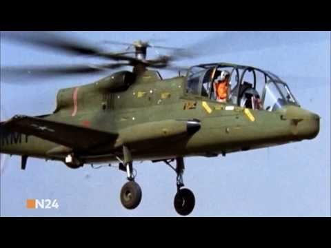 AH-64 Apache – Kampfhubschrauber im Einsatz Im Laufe des Vietnamkrieges spielten Helikopter erstmals eine entscheidende Rolle. Doch nachdem damalige Modelle den Kampfeinsätzen nicht standhalten konnten, gab die US-Armee den Boeing AH-64 Apache in Auftrag. Welche Fähigkeiten besitzt das... - #Doku, #Hubschrauber, #N24, #Waffentechnik