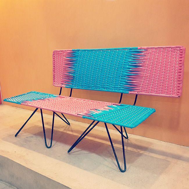 En Upata: sillas de mimbre plástico del arquitecto venezolano José Jraige