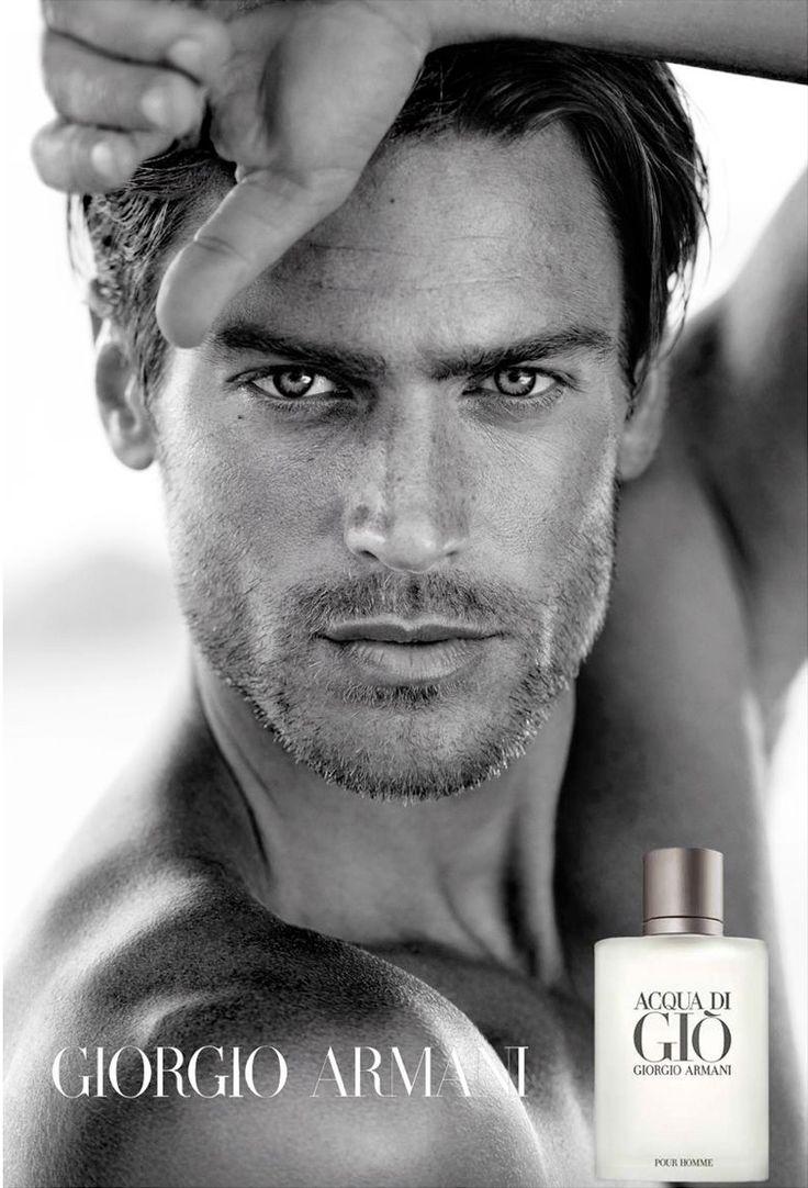 рекламный постер аромата Acqua di Gio: крупный план лица мужчины с закрытыми глазами, с каплями воды на коже и слипшимися от воды ресницами