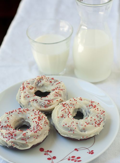 Baked Red Velvet Mochi Mochi Donuts | Treats and sweets | Pinterest