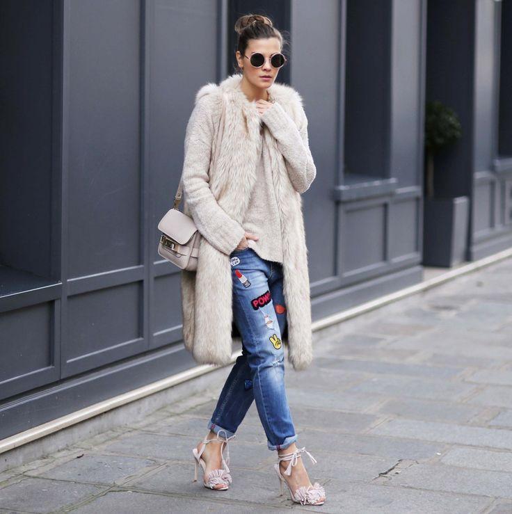 Outfit: Patched Jeans, Fellweste und Fransen Sandalen I Paris FW