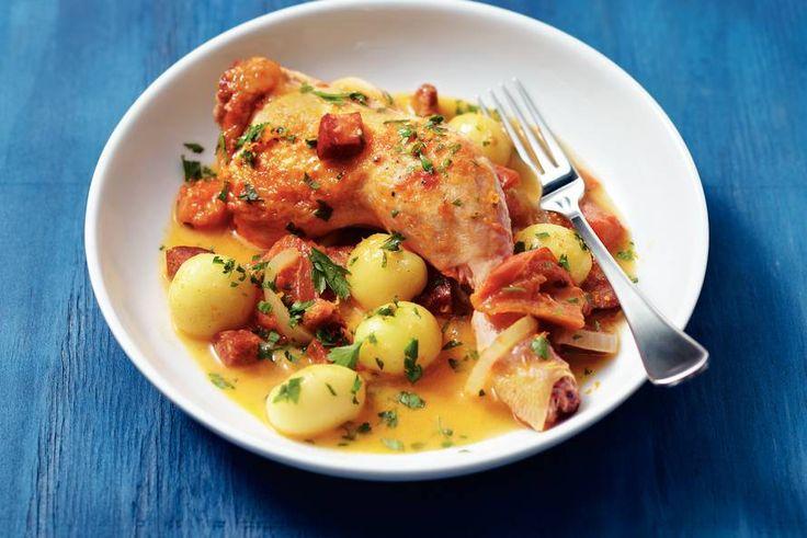 Kijk wat een lekker recept ik heb gevonden op Allerhande! Kip met chorizo en sinaasappel