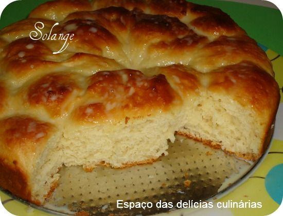 Essa rosca fiz na mão para todos verem que é possível fazer pão sem ser em máquina de pão ou batedeira     a rosca ficou muito maci...