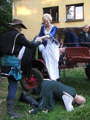 """Suknia ślubna. Wedding dress Wykonanie, hand made: Agnieszka Mazur Artykuł w """"Gazecie Myszkowskiej"""" http://www.gazetamyszkowska.pl/articles/794"""