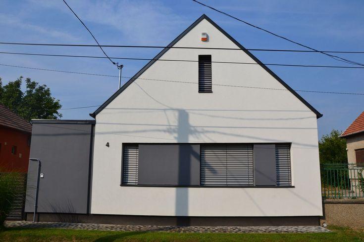 újraszabott falusi ház  -  utcai homlokzat az átalakítás után