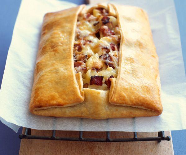 Chausson aux pommes de terre, lard et fromage, une recette signée Lignac | Gourmands vie pratique