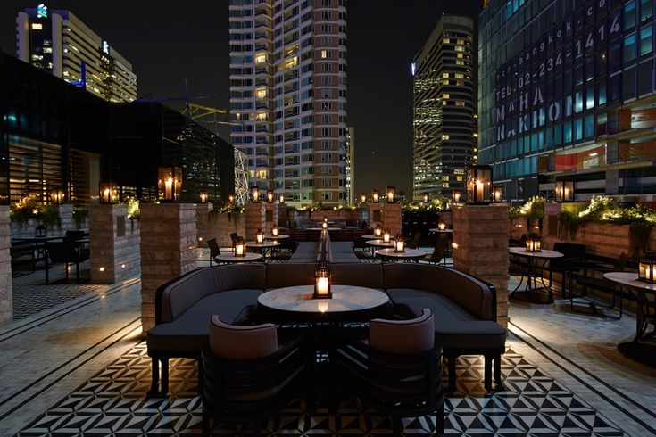 Vogue lounge mahanakhon cube bangkok roof top bars for Top design hotels bangkok