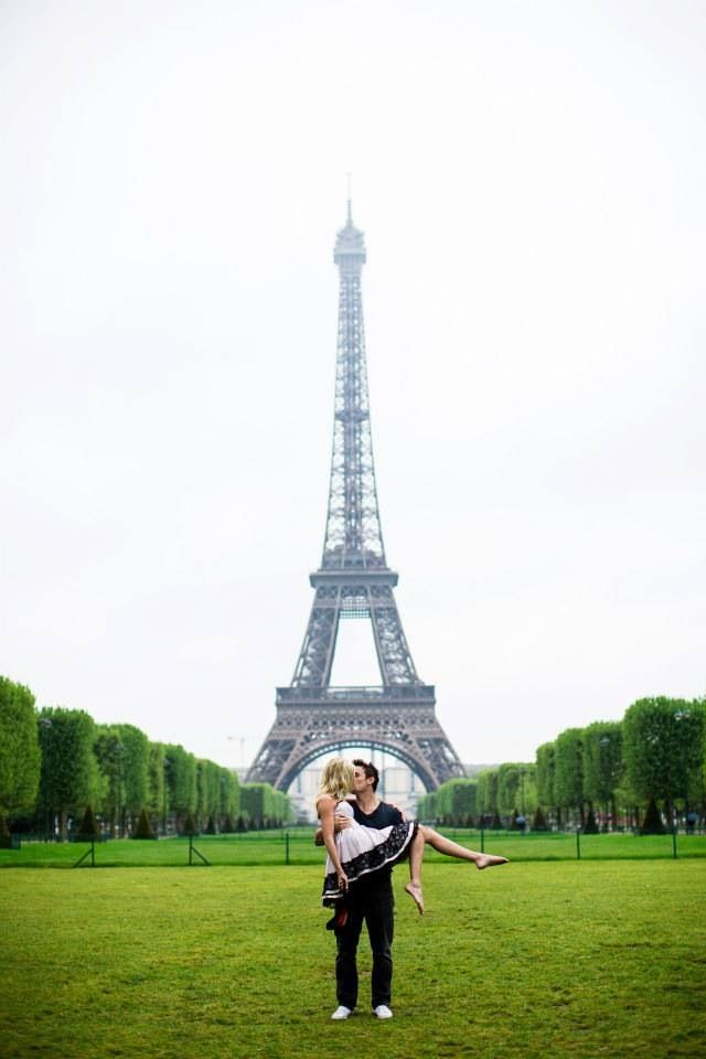 Eiffel Tower couple engagement session