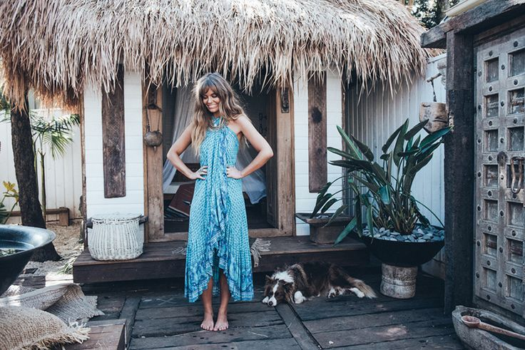 """La firma de moda Australiana, Spell Designs, nos presenta su lookbook """"Villa Daze"""". Set rodado en una villa situada en el punto más oriental de Australia, la alternativa y hippie, Byron Bay. Las dueñas de la firma llevaban tiempo detrás de la polifacética,Christina Macpherson; la modelo, actriz y escritora australiana, lleva un tiempo viviendoy viajando …"""