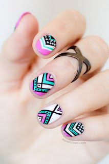 Beautiful Beauty Girl By Connie B 50 increíbles diseños de uñas para esta primavera-verano 50 amazing nail designs for spring-summer 40.- Preciosas uñas con diseño tribal, en color azul, rosa, blanco y negro. Beautiful nails with tribal design in blue and black, pink, and white.