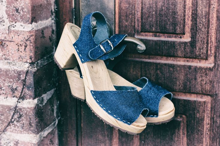 Jeans and leather do go together! And here's the proof: Skåne Toffeln jeans sandals