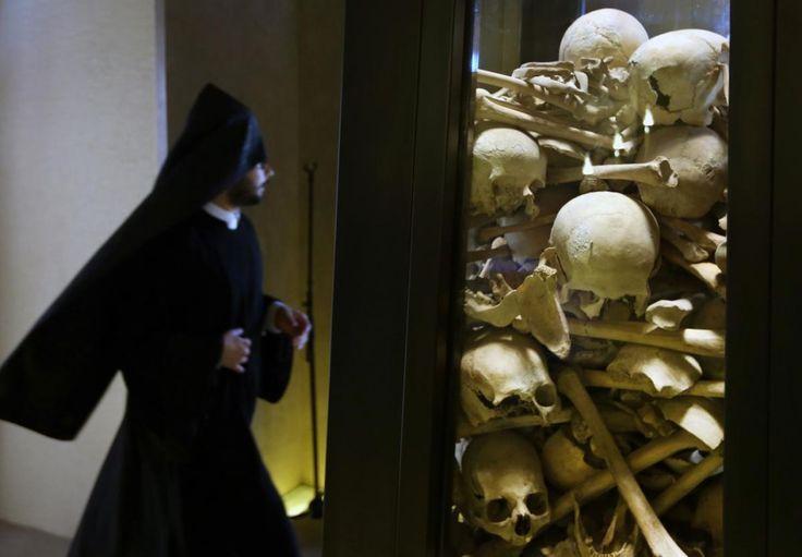 Священник, Останки, Геноцид, Геноцид армян, 1915, Армянская церковь, Антилиас, Бейрут, Ливан, 2015