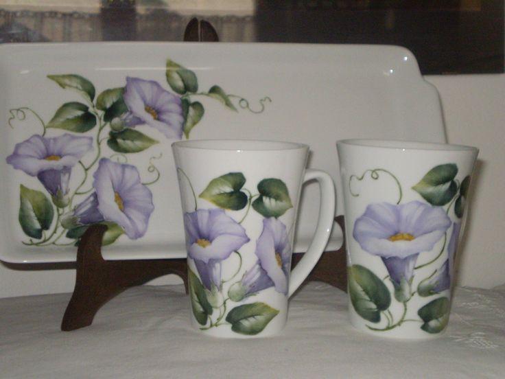 Fernanda Cantoni -  vassoio con tazze da cioccolata dipinto a mano.