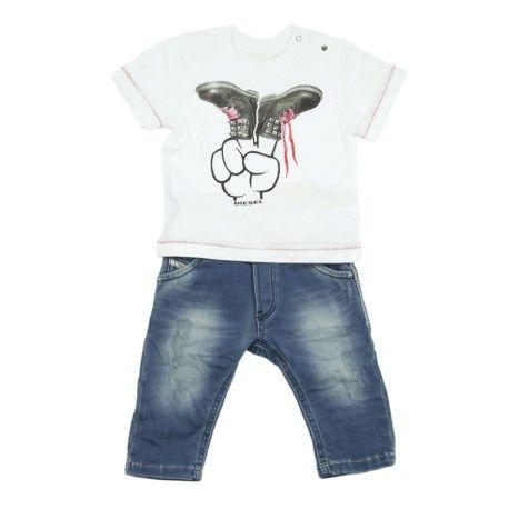 JEANS & T-SHIRT DIESEL KID Jeans e t-shirt per neonati della Diesel per tutte le occasioni, massima comodità e praticità nella vita di tutti i giorni, il tuo bambino sempre alla moda con i capi firmati Diesel Kid.  #diesel #dieselkid #outfit #t-shirtl #jeans #magliette #denim #neonati #boy #bebè #kid #junior #child #children #abbigliamento #clothing #shoponline #ecommerce #fashion #moda #saldi #sconti #promozioni