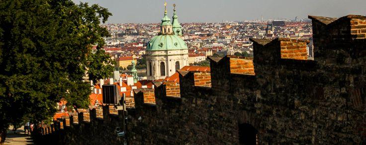 El Castillo de Praga ha sido un símbolo importante del Estado checo por más de mil años y sigue siendo un monumento emblemático tanto para la ciudad de Praga como para la República Checa.