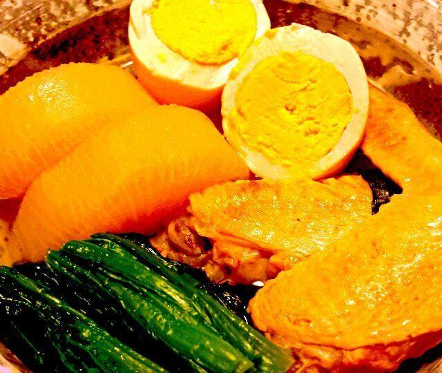 鶏の良いお出汁が染み染みです。 お肉もホロホロに出来ました。 ほうれん草や玉子も一緒に。 - 56件のもぐもぐ - 本日のおつまみ☆手羽先と大根の煮物 by KANA