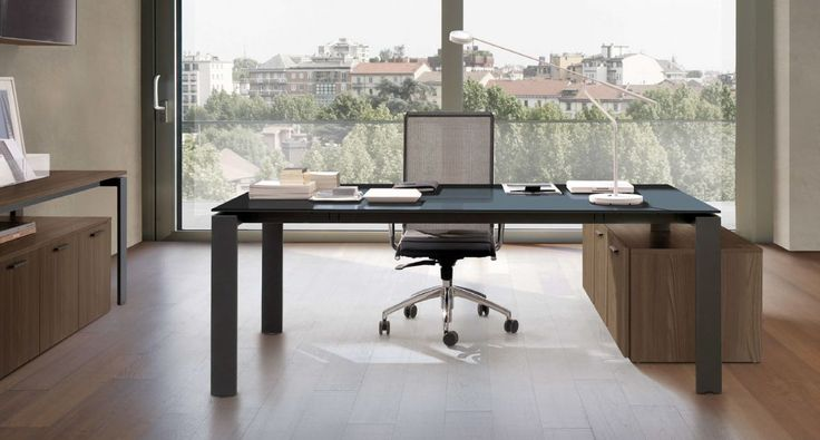 Z576 -Executive table with Calla chair. Service top with P01 portal leg and Link System units.