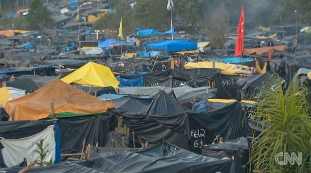 サンパウロに出現したテント村 ▼11Jun2014CNN|「W杯より住宅を」 サンパウロに抗議のテント村が出現 http://www.cnn.co.jp/world/35049263.html