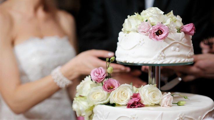 In ogni matrimonio che si rispetti, non può mancare una wedding cake! Colori pastello, decorazioni floreali.... e tutto ciò che renderà unico il vostro matrimonio! #whiteweddingitaly #cake #weddingcake #cakedesign