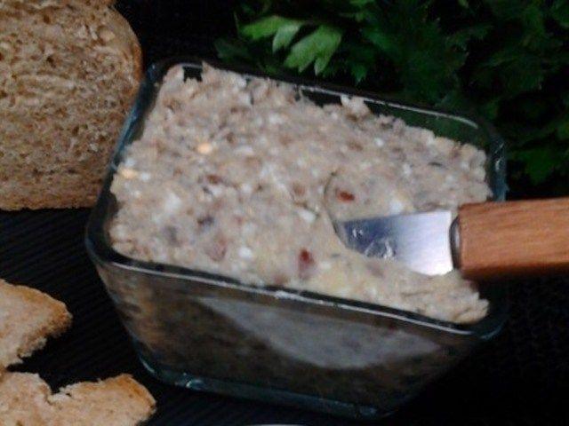 Форшмак по-керченски http://anymenu.ru/recipe/forshmak-po-kerchenski/  Форшмак из малосольной хамсы, вареных овощей и яиц – это фантастически вкусная закуска, которая корнями пошла из города Керчи. Она отличается особым вкусом малосольной рыбки, оттеняющимся луком, чесночком и оливковым маслом. Особенно хороша эта закуска с черным хлебом и свежим укропом.
