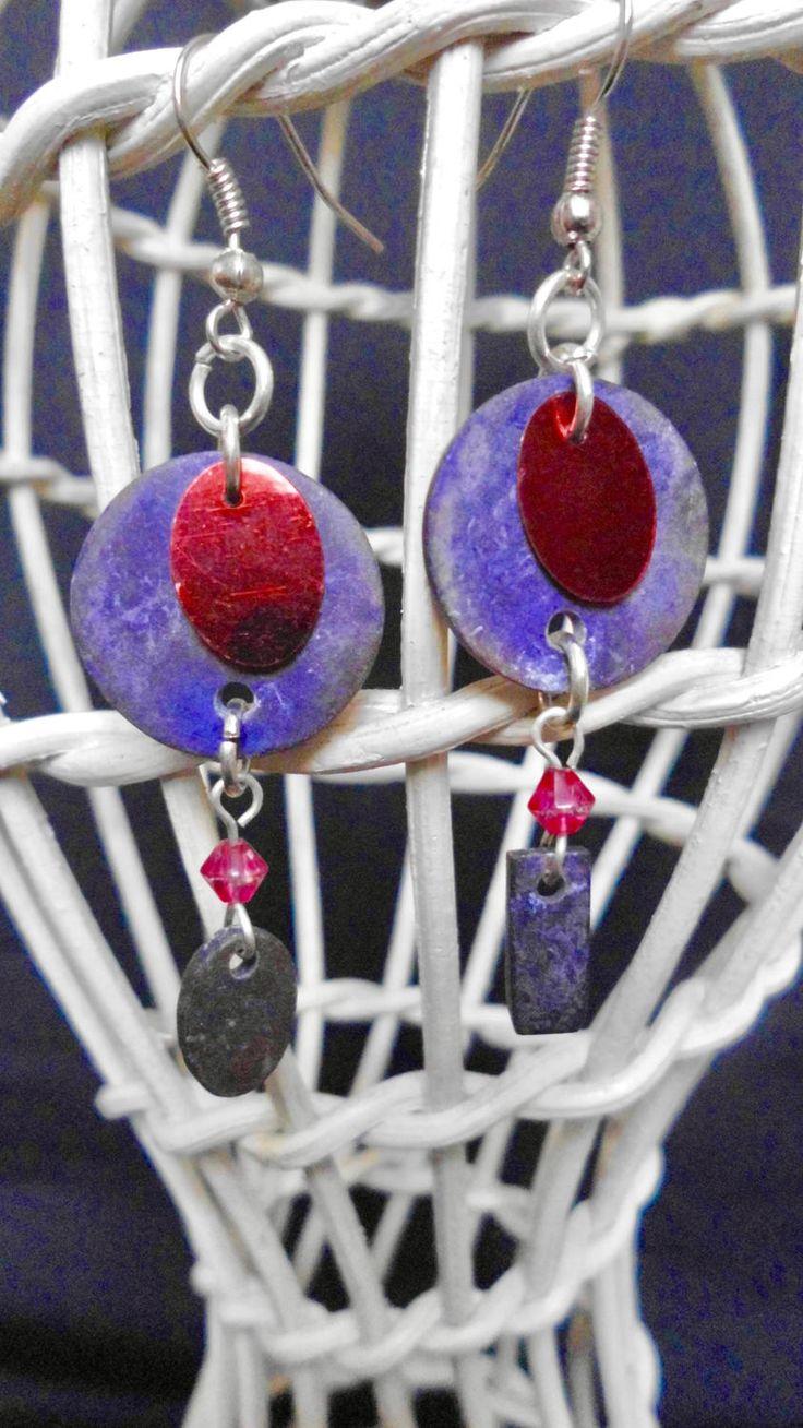 Orecchini asimmetrici Luna Rossa, orecchini artigianali viola. Orecchini pendenti viola. Gioielli viola e rosso. Spedizione gratis di SaraDollFashion su Etsy