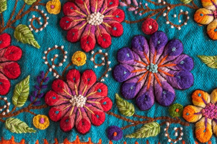 Embroidery from Peru Mexican Embroidery, Wool Embroidery, Silk Ribbon Embroidery, Embroidery Stitches, Embroidery Patterns, Machine Embroidery, Crochet Wool, Patch Quilt, Embroidery Techniques
