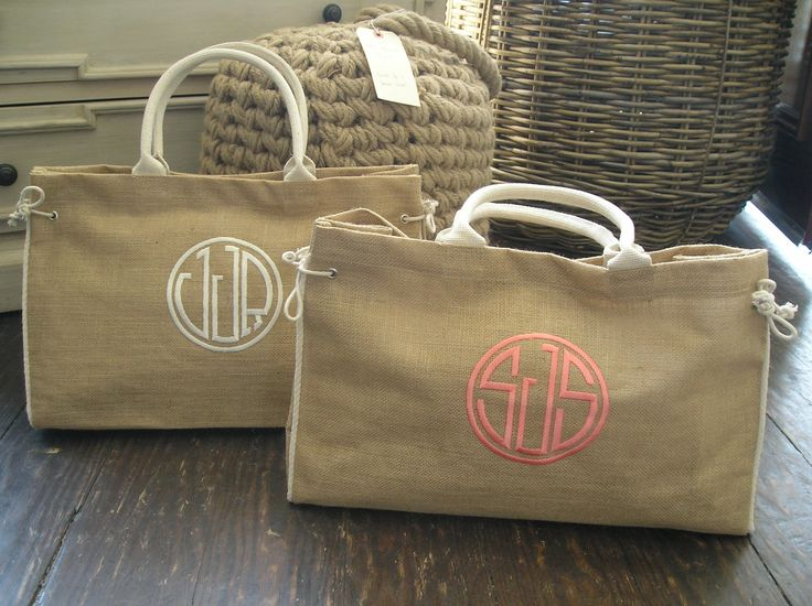 Monogrammed canvas bag! - LOVE: Burlap Totes, Canvas Bags, Bridesmaid Gifts Bags, Gifts Ideas, Monograms Bags, Summer Bags, Burlap Bags, Monograms Canvas, Beaches Bags