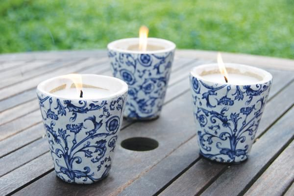Antikolt kerámia mécses, kék-fehér virág mintával.