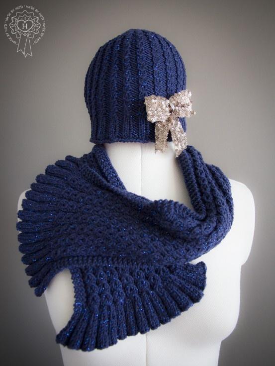 Palmikkoneuleita kimalle langasta / Cable knits made of glitter yarn