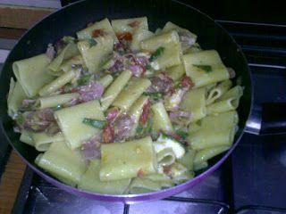 Paccheri con zucchine, speck, pomodorini e scamorza affumicata