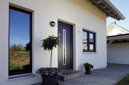 Projekty, nowoczesne Okna i drzwi zaprojektowane przez FingerHaus GmbH