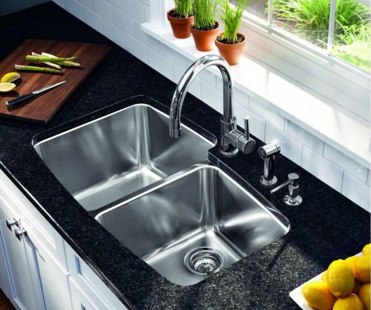 Speaking of the kitchen, had to mention the sink and the leading two of the most important thing. Since the ancient kitchen of the laundry, kitchen sink faucet naturally becomes the kitchen with the most common kitchen supplies.