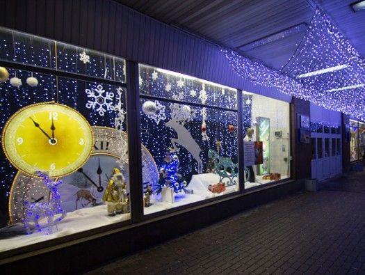 новогоднее оформление витрины магазина светящимися фигурами