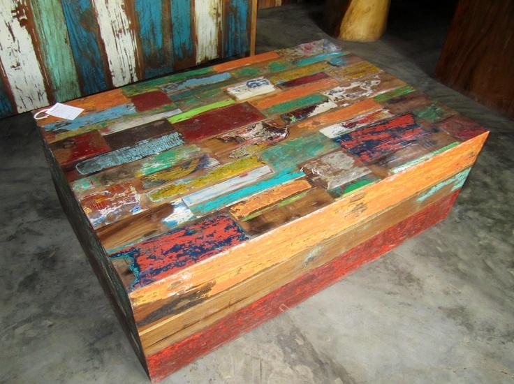 Mesa de centro en retazos de madera teca reciclada con for Diseno de muebles con madera reciclada