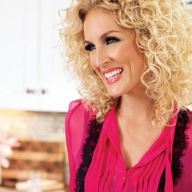 Kimberly Schlapman is an American country singer best known as a member of the band Little Big Town, whose hit songs include 'Bring It on Home', 'Boondocks', 'Good as …