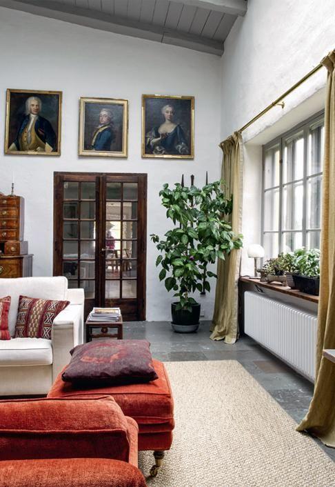 Huone palveli aikanaan taiteilija Louis Sparren ateljeena. | Vanhan ja uuden liitto | Koti ja keittiö | Paula Ilvetsalo | Kuva Jenni Justiina Niemi