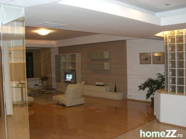 HomeZZ.ro Apartament cu 4 camere