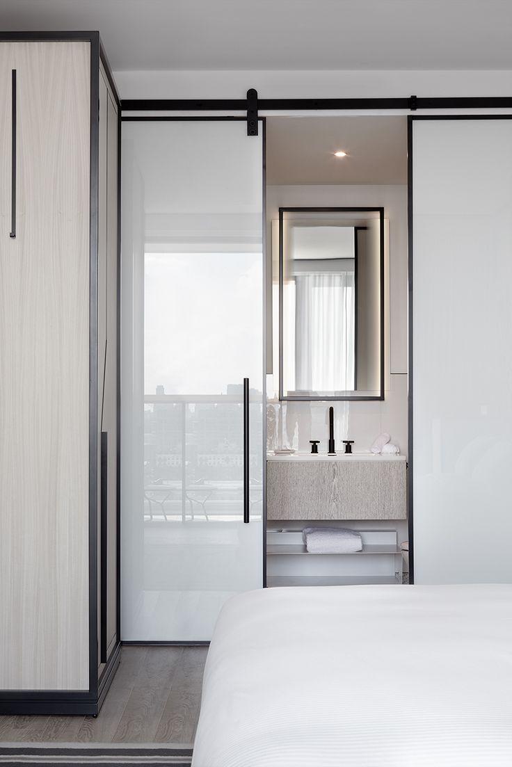 Sliding door - The William Vale Residence by Studio Munge