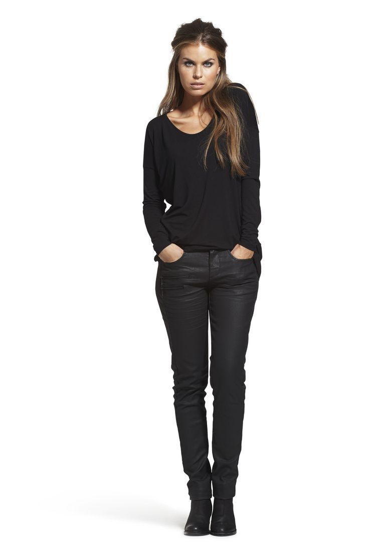 Colette Long tunic with Calma Slim High Waist Jeans