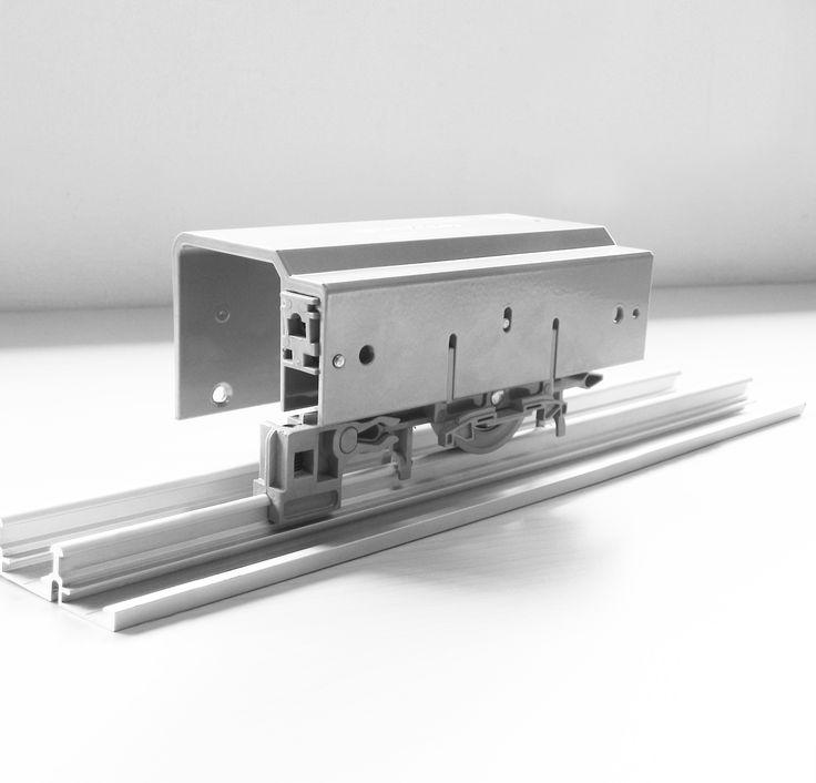 CA 80: corredizo colgante para puertas de closet traslapadas de hasta 80 Kg. Se puede utilizar en configuraciones de closet de 2 o 3 puertas.