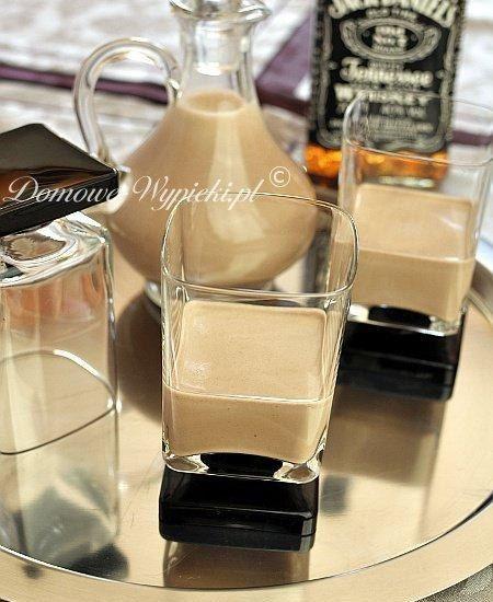 Zobacz zdjęcie Baileys - irlandzki likier - Przepis   Składniki: 1 łyżeczka kawy rozpuszczalnej 2 łyżeczki kakao ¾ szklanki słodkiej,…