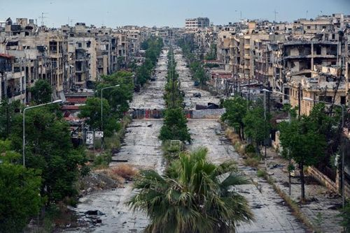Aleppo is the second largest city in Syria after Damascus and in addition to its great historical and cultural significance has always been above all of economic importance. Divided and torn apart since 2012 between the government troops of Syrian leader Bashar al-Assad and a number of different rebel groups Aleppo has been one of the countrys most dramatic war zones. Today large sections of the city are in ruins. A direct witness to the civil war Katan has documented the suffering of the…